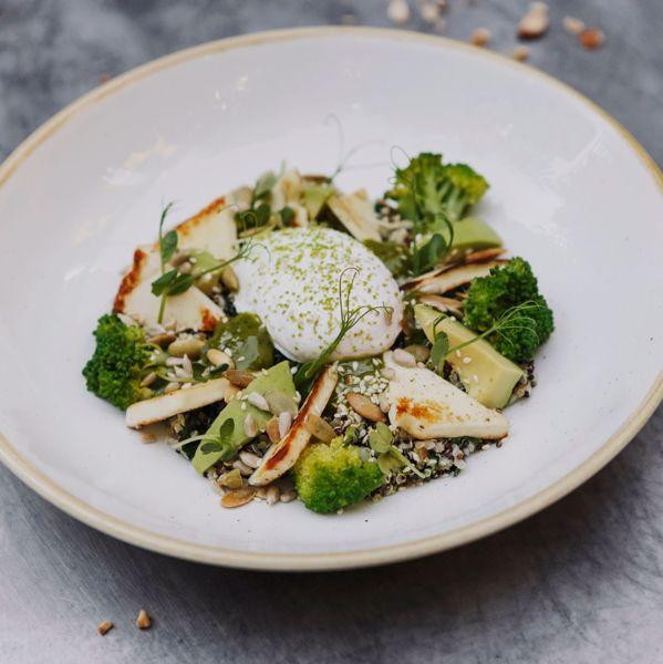 Фото Зеленый боул с сыром халлуми в Smartass Kitchen