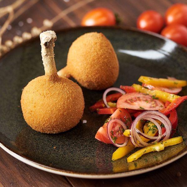 Фото Котлети по-київськи з домашнім овочевим салатом в Хуторець на Дніпрі