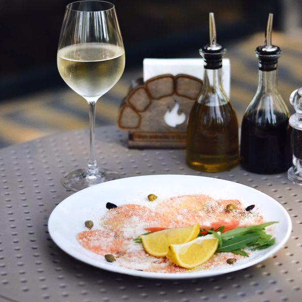 Фото Карпачо зі свіжого лосося в il Molino