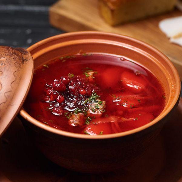 Фото Борщ пікантний з олениною та карамелізованою брусницею в Хуторець на Дніпрі