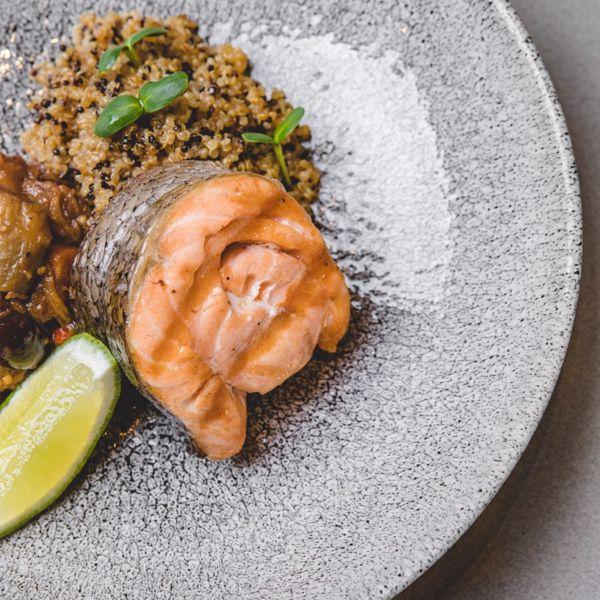Фото Шотландський лосось label rouge з кіноа Та осіннім рагу в Lucky Restaurant Vinoteque