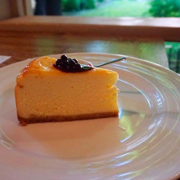 "Фото Чізкейк з сиром ""Буко"" та чорничним соусом в Very Well Cafe"