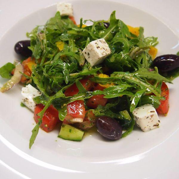 "Фото Грецький салат з сиром ""Фета"" та соусом ""Песто"" в Very Well Cafe"